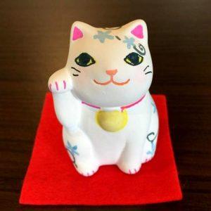 【マイ招き猫で幸せを呼びこもう!】谷中にある「猫衛門」ではお茶を飲みながら招き猫の絵付け体験ができるよ