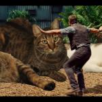 おバカ・パロディ映像『ジュラシ¨キャット¨・ワールド』獰猛?な巨大猫のいるテーマパークでハプニング(笑)