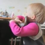 【感動】猫ちゃんを怒らせてしまった女の子が「ごめんなさい」と「だいすき」を伝えるためにしたことは・・・♡